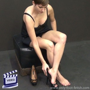 Cynthia barefoot to fetish high heels