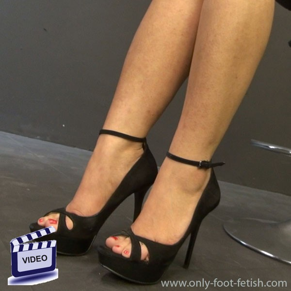Worship my feet or find a new place to live - 1 1